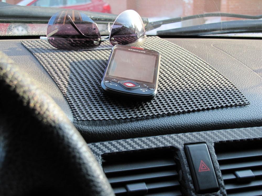 Забытый телефон в машине